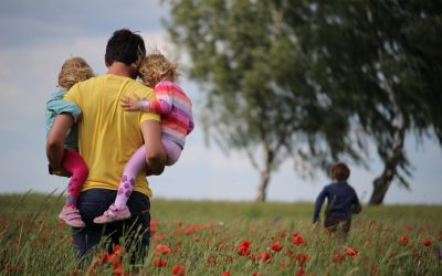 Pagalba tėvams, kurių pajamos per karantino apribojimus sumažėjo